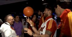 Filmato su soccer basketball real madrid futbol spin trick spain sergio ramos myfutbol via diggita #RealMadrid