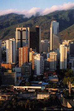 Venezuela,Caracas, cerquita de mi casita... Alli se ve el Centro Parque Caracas y mi casa esta como a 3 cuadras de alli...