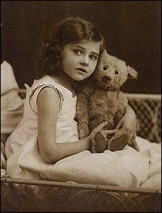 Google Image Result for http://1.bp.blogspot.com/-7miO2UTKdFA/T0wwFUiFY-I/AAAAAAAAI6E/RWz1rLfBnBE/s320/antique-teddy-bear.jpg