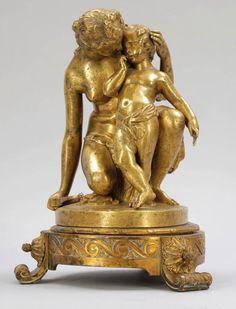 James (Jean Jacques) Pradier 1790 Genf - 1852... James (Jean Jacques) Pradier 1790 Genf - 1852 Rueil - 'Vénus et l'amour' (Venus entwaffnet Amor) - Bronze. Vergoldet. Auf vergoldeten Empiresockel montiert. H. o./m. Sockel: 24,5/31 cm. Auf der Standfläche sign.: J. Pradier. Alterspatina. Stoßspuren. - Lit.: Th.-B. XXVII, S. 343. Pradier war Schüler von Lemot an der École des Beaux-Arts in Paris. Nach dem Studium folgte ein Romaufenthalt, bei dem er sich hauptsächlich dem Antikenstudium ...