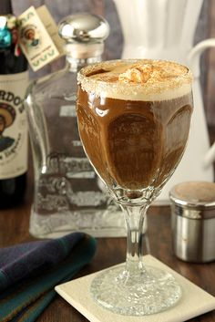 No trip to Cabo San Lucas necessary; now you can make this iconic Mexican Coffee with Tequila. Vanilla Ice Cream, and Coffee Liqueur at home! Coffee Tequila, Strawberry Banana Milkshake, Best Cocktail Recipes, Coffee Cocktails, Winter Cocktails, Barista, C'est Bon, Coffee Recipes, Yummy Drinks