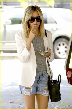 Ashley Tisdale's Manicure is Just Too Pretty For Words | ashley tisdale pretty manicure 901 salon 01 - Photo