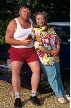 Onslow and Daisy from Keeping Up Appearances. Onslow was such a fun character, the polar opposite of Hyacinth. He had a natural sympathy for the plight of Richard, and was always willing to buy him a pint. British Tv Comedies, Classic Comedies, British Comedy, British Actors, English Comedy, Bbc Tv Shows, Keeping Up Appearances, British Humor, Comedy Tv
