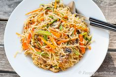 Asiatisk nudelsallad Fodmap, Japchae, Tofu, Healthy Eating, Healthy Lunches, Noodles, Food And Drink, Veggies, Pasta