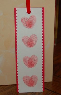 Thumbprint heart bookmark-an easy craft perfect for school age children. Parents will adore this, since the hearts are made using the child's thumbprint. What an excellent and easy gift to give for Valentine's Day! Valentine's Day Crafts For Kids, Valentine Crafts For Kids, Valentines Day Activities, Valentines Day Party, Holiday Crafts, Holiday Fun, Valentine Ideas, Valentine Gifts, Printable Valentine