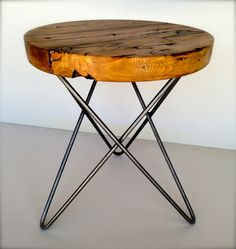 Ähnliche Artikel wie Modern and Rustic Round Side Table from Reclaimed Wood with Metal Hairpin Legs auf Etsy (Top Design Awesome) Steel Furniture, Furniture Legs, Industrial Furniture, Round Wood Table, Round Side Table, Side Tables, Metal Table Legs, Deco Ethnic Chic, Rustic Apartment