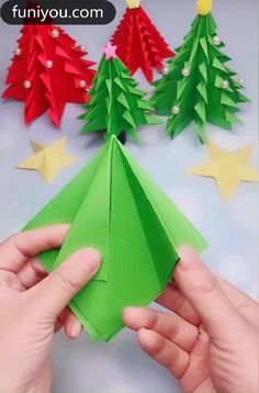 Christmas Tree Paper Craft, Christmas Origami, Christmas Crafts For Kids, Christmas Art, Holiday Crafts, Christmas Decorations With Paper, Oragami Christmas Ornaments, Diy Christmas Cards Pop Up, Origami Xmas Tree