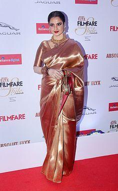 Rekha at the 2015 Filmfare Glamour And Style Awards. #Bollywood #Fashion #Style #Beauty #Hot #Saree #Desi