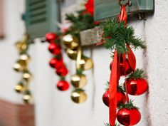 Reader's Digest | 32 Budget-Friendly Christmas Decorating Ideas
