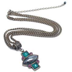 Colar com Design exclusivo do Bureau Argolla em metal envelhecido e pedrarias   #bijoux #colar #designexclusivo #argollabijouxebureau #necklace #blogdemoda