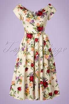 Deze 50s Harriet Vintage Red Rose Swing Dress is mooier dan een bosje bloemen!In deze jurk zul jij helemaal opbloeien! De overslagtop met V-hals is super flatterend voor zowel een volle als bescheiden buste en de semi-off shoulder kapmouwtjes maken het geheel helemaal af. Je taille wordt perfect geaccentueerd door de speelse vaste strikband aan de zijkant, oh la la. Uitgevoerd in een soepel vallend crèmekleurig katoen met een lichte stretch en een kleurrijke vintage bloemenprint di...