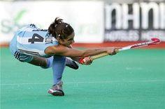 Características del deporte, el entrenamiento y la competencia El hockey sobre césped, es un deporte de equipo que se juega en un campo ...