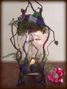 Fantasy in a jar.Fairy Fantasy in a jar. Fairy Lanterns, Fairy Lights, Fantasy Craft, Fairy Jars, Fairy Box, Fairy Garden Houses, Fairy Gardens, Garden Bed, Fairy Crafts