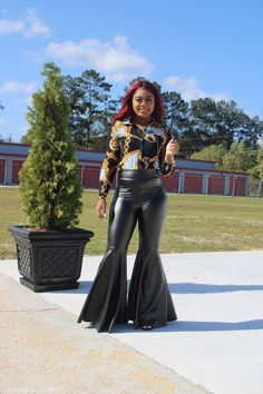 Baddies, Bell Bottoms, Leather Pants, Boutique, Fitness, Model, How To Wear, Products, Fashion