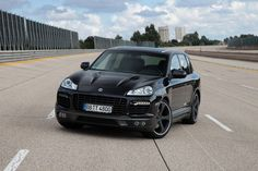 Rating and specs of Porsche Cayenne Turbo TechArt Magnum - top speed 321 kph, power 680 hp. Porsche Cayenne Turbo, Cayenne Gts, Porsche Gts, Black Porsche, Luxury Crossovers, Lux Cars, Compact Suv, Cool Cars, Automobile