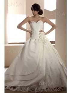Princess Sweetheart Satin Wedding Dress #wedding #dress www.loveitsomuch.com