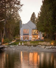Contemporary shingle style house on the shores of Lake Washi.-Contemporary shingle style house on the shores of Lake Washington Häuser Mehr - Style At Home, Haus Am See, Lakefront Homes, Good House, House Goals, Modern House Design, Loft Design, Modern House Exteriors, Modern Houses