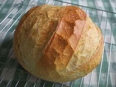 Van olyan eset, amikor nincs szükség nagy kenyérre, vagy éppen elfelejtettünk előkészülni - öregtészta, gyorskovász -a kenyérsütéshez, akkor... Bread Recipes, Kenya, Pizza, Food And Drink, Baking, Breads, Minden, Romanian Recipes, Bakken