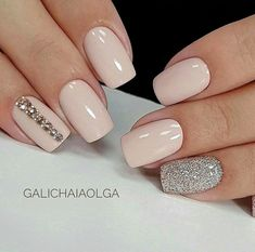Nail art is a very popular trend these days and every woman you meet seems to have beautiful nails. It used to be that women would just go get a manicure or pedicure to get their nails trimmed and shaped with just a few coats of plain nail polish. Fancy Nails, Trendy Nails, Cute Nails, Classy Nails, Elegant Nails, Nagellack Design, Nagellack Trends, Fabulous Nails, Gorgeous Nails