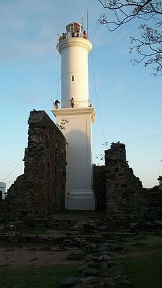 Here is the lighthouse and the ruins of the San Francisco convent (Colonia del Sacramento).
