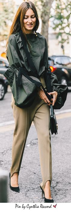 Sleeves expand their boundaries to infinity (and beyond), complete with extra large bows    MFW 2016   cynthia reccord