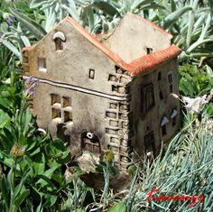 Svítící dům Výška 14 cm, šířka 14 cm, délka 16 cm. Lze použít i jako květináč...