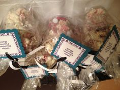 White chocolate popcorn munch in cups. Bake Sale Treats, Bake Sale Recipes, Bake Sale Displays, Fall Bake Sale, Craft Font, Fundraising Crafts, White Chocolate Popcorn, No Bake Desserts, Easy Desserts