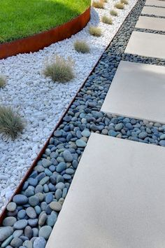 Choose one of these garden edging ideas to make a statement or pick something subtle and quaint. You can choose a garden edging perfectly suited to you. Front Yard Walkway, Backyard Walkway, Gravel Landscaping, Landscaping With Rocks, Front Yard Landscaping, Landscaping Ideas, Patio Ideas, Walkway Ideas, Front Yards