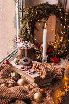 Christmas Lights Wallpaper, Xmas Wallpaper, Christmas Phone Wallpaper, Christmas Aesthetic Wallpaper, Wallpaper Backgrounds, Iphone Backgrounds, Wallpaper Desktop, Iphone Wallpapers, Christmas Cup