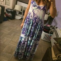 One Teaspoon Maxi Dress Love this boho-esque, super comfy maxi dress by One Teaspoon.  Fun print with white, blues and greens.  Size S but is super Flowy so personally I think it can fit anywhere from S to L. One Teaspoon Dresses Maxi