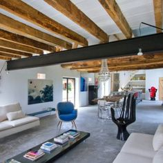 The words modern interior doesn't necessarily go with the word barn, but Joséphine Gintzburger from Josephine Interior Design has done something truly amazing French Country House, French Country Decorating, Contemporary Barn, Modern Barn, Houses In France, Converted Barn, Unusual Buildings, Pole Barn Homes, French Interior