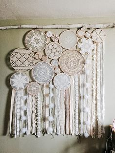 Boho headboard with beautiful dreamcatchers! Boys Bedroom Paint, Girls Bedroom Furniture, Doilies Crafts, Fabric Crafts, Doily Dream Catchers, Grey Bedroom With Pop Of Color, Diy And Crafts, Arts And Crafts, Crochet Dreamcatcher