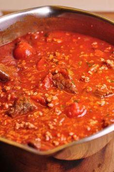 Paolozzi Meat Sauce: A traditional Italian Sunday Sauce Recipe From Nonna Homemade Italian Spaghetti Sauce, Italian Meat Sauce, Homemade Marinara, Italian Pasta, Italian Menu, Italian Cooking, Meat Sauce Recipes, Tomato Sauce Recipe, Beef Recipes