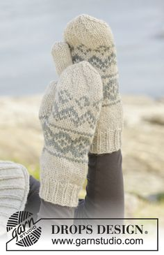 """Dreamin' Again - Knitted DROPS hat, mittens and neck warmer with Norwegian pattern in """"Nepal"""". - Free pattern by DROPS Design"""