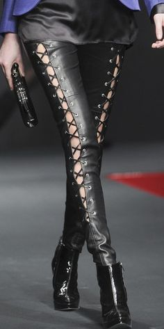 Build your outfit around these! Steamer style leather fashion in details ♥✤ Leather Collar, Leather And Lace, Leather Pants, Black Leather, Fashion Week, Star Fashion, Fashion Beauty, Womens Fashion, Hot Pants