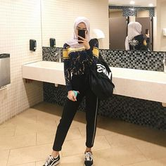 Trimming Your Food Budget - I'm a girl writing an article. Casual Hijab Outfit, Ootd Hijab, Muslim Fashion, Korean Fashion, Fashion Models, Fashion Outfits, Womens Fashion, Hijab Office, Hijab Style Tutorial