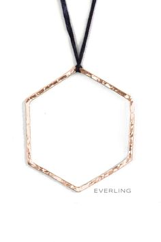 This hexagon pendant can be made in rose gold, yellow gold or platinum and comes with a hammer texture. It sits on a hand dyed silk cord and the metal has a satin finish. Modern Jewelry, Custom Jewelry, Hazel Eyes, Diamond Rings, Arrow Necklace, Rose Gold, Bling, Pendants, Contemporary
