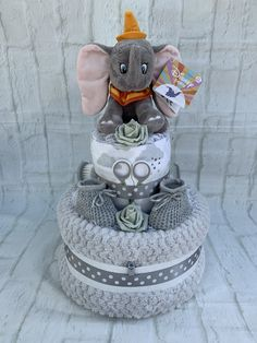 Absolutely stunning dumbo character adorns this nappy cake with its soft waffle . Absolutely stunning dumbo character adorns this nappy cake with its soft waffle blanket, printed muslin square and so much more shower ideas for a boy Baby Shower Nappy Cake, Baby Nappy Cakes, Elephant Diaper Cakes, Diaper Cake Boy, Baby Shower Diapers, Unique Diaper Cakes, Diaper Cakes For Boys, Small Diaper Cakes, Elephant Baby