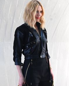 Cate Blanchett at Louis Vuitton Cruise 2020 Fashion Show in New York City. Cate Blanchett Films, Leather Skirt, Leather Jacket, Celebs, Celebrities, Hollywood Stars, Woman Crush, Aesthetic Clothes, Beauty Women