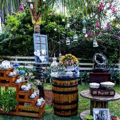 30 ideas para una boda en el campo Table Decorations, Wedding, Furniture, Home Decor, Rustic Style, Valentines Day Weddings, Hydrangea Arrangements, Floral Arrangements, Wooden Candle Holders