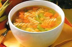 Συνταγή σούπα με λαχανικά και ζυμαρικά με 290 θερμίδες ανά μερίδα. Εύκολη και γρήγορη, ιδανική για ορεκτικό, κυρίως ή συνοδευτικό πιάτο.