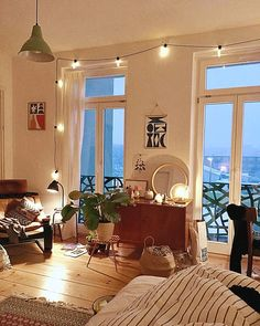 26 Rustic Bedroom Design and Decor Ideas for a Cozy and Comfy Space - The Trending House Deco Studio, Sweet Home, My New Room, Apartment Living, Cozy Apartment Decor, One Room Apartment, Decor Room, Wall Decor, Room Inspiration