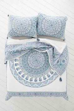 Magical Thinking Devi Medallion Duvet Cover - Purple