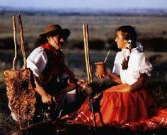 Trejes argentinos típicos gaúchos de un peão y una  prenda.