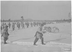 Foto: SA-kuva. På den här bilden kan man se soldater från det svenska skidkompaniet. Bilden är tagen den 17 mars i Märkäjärvi.