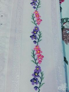 This Pin was discovered by Gül Mexican Embroidery, Floral Embroidery Patterns, Baby Embroidery, Hand Embroidery Designs, Cross Stitch Embroidery, Machine Embroidery, Butterfly Cross Stitch, Cross Stitch Borders, Cross Stitch Rose