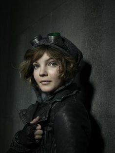 Selina Kyle (interpretado por Camren Bicondova) Também conhecido como: Mulher-Gato Galeria – Série Gotham – Quem é Quem – Mulher-Gato