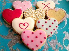 Im gonna make heart cookies for valentines day :) Heart Cookies, Cute Cookies, Yummy Cookies, Cupcake Cookies, Sugar Cookies, Heart Cupcakes, Sweet Cookies, Valentines Day Treats, Valentine Cookies