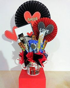 Candy Arrangements, Magic Box, Candy Bouquet, Ideas Para Fiestas, Explosion Box, Birthday Presents, Creative Gifts, Gift Baskets, Diy And Crafts