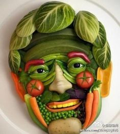 20 maneras creativas de comer frutas y verduras Food Design, Cute Food, Good Food, Creepy Food, Creepy Guy, Weird Food, Amazing Food Art, Awesome Food, It's Amazing